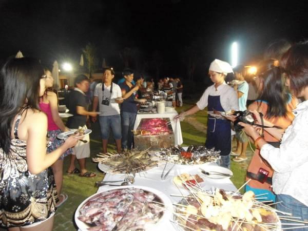 Buffet hải sản ngoài trời tại Fiore Resort